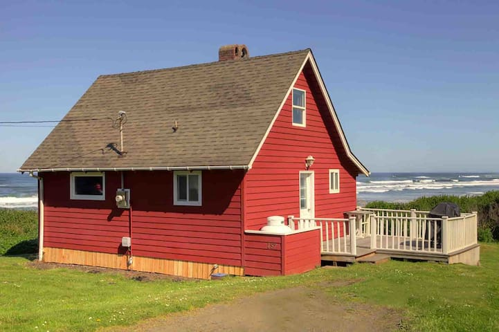 A Yachats Classic With An Incredible Ocean View, Tide Pools & Sandy Beach!