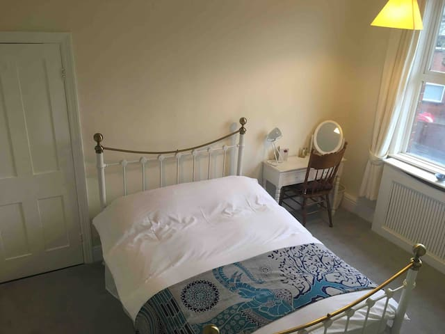 Double room in stylish Terrace, 5 miles to Airport