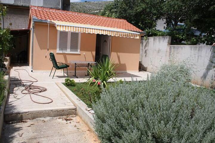 Haus mit Terrasse und Meerblick