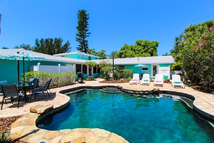 Sandy Toes and Feet Retreat - Amazing vacation retreat, 2 mins walk to beach! Perfect for family and groups!