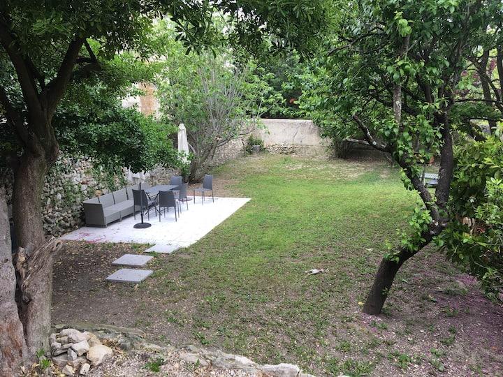 Beau Studio neuf av. jardin en Provence Montelimar