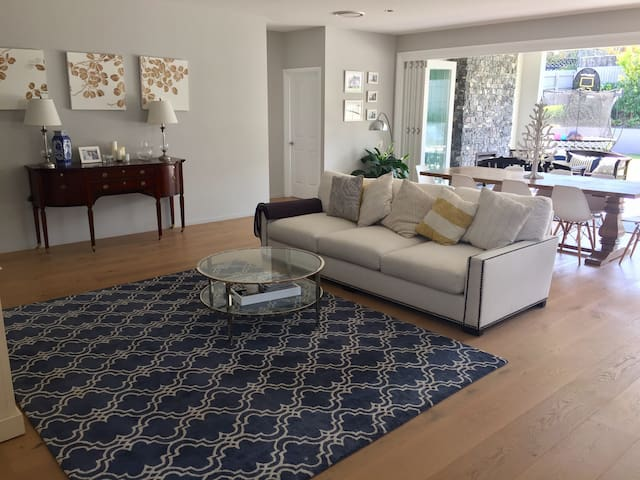 Newly renovated Queenslander - Clayfield - House