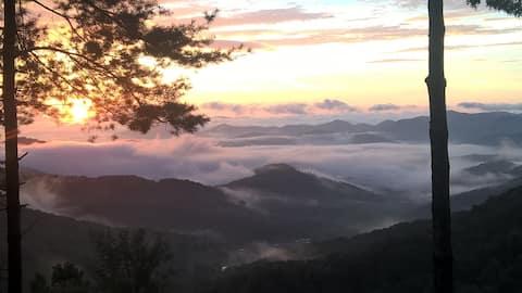Cozy Mountain loft has unbelievable views!