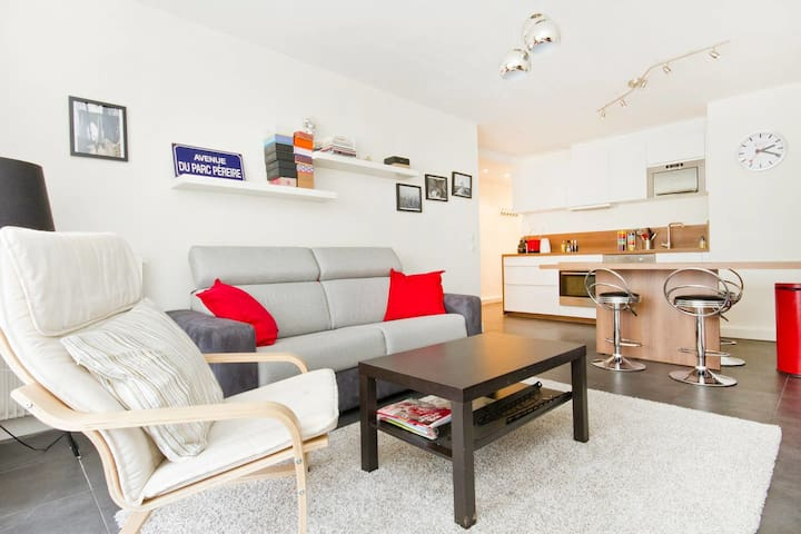 SPACIOUS AND EQUIPPED APPT - CANAL ST MARTIN