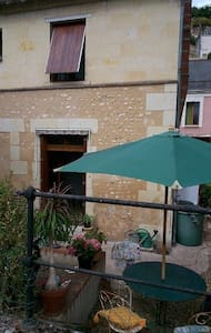 Pretty 18th tufa stone house along river Le Loir - Troo - Casa