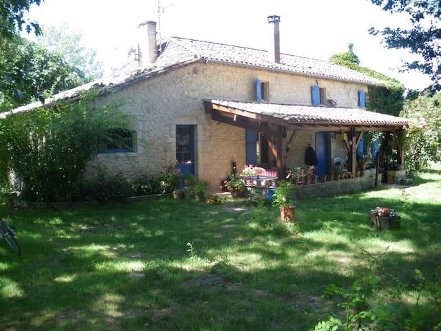 ancienne ferme à l'orée du Périgord - Bournel - Ev