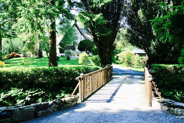 The main entrance to Glengarriff Lodge