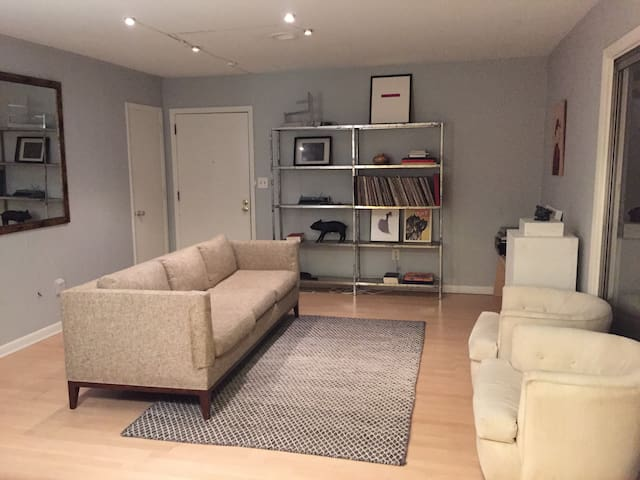 Quiet 1 BR apartment with patio in great location - Raleigh - Lägenhet