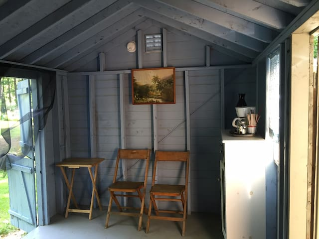 Quiet cabin close to Portland, lakes, hikes - Gorham - Houten huisje