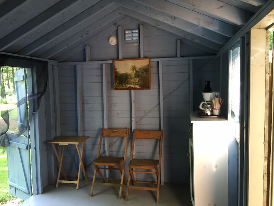 Quiet cabin close to portland lakes hikes chalet in for Cabine per laghi