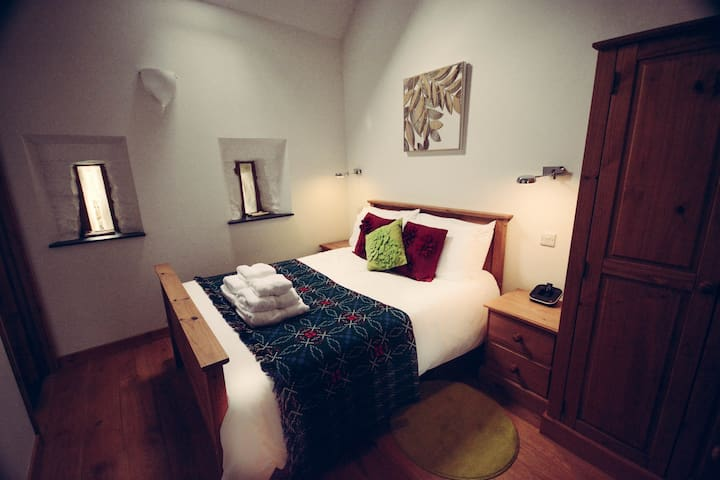 Y Beudy, Double Bedroom with en-suite