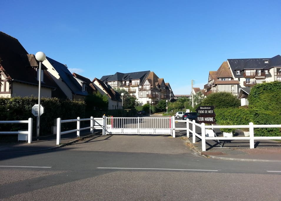 cabourg appartement avec vue de mer apartments for rent in cabourg basse normandie france. Black Bedroom Furniture Sets. Home Design Ideas