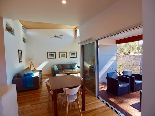 Huskisson Beach Villa & Plunge Pool - Jervis Bay