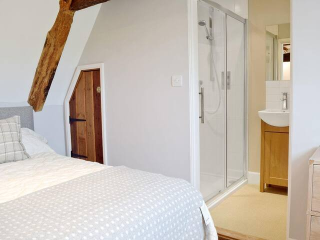 Bedroom Six (2nd Floor) with twin beds and ensuite bathroom