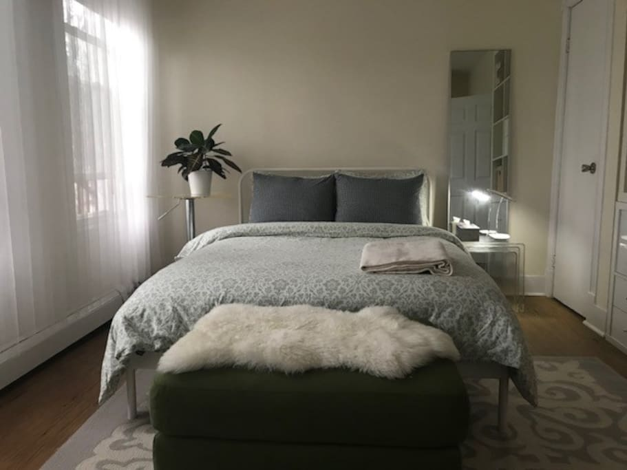 Double bed and mirror