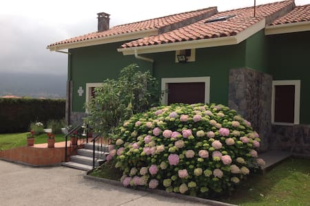 Casa con finca en La Isla (Colunga) a 100m del mar