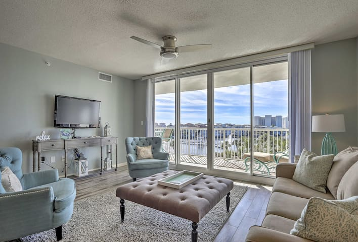 Oceanfront Destin Condo w/Pool-Walk to Beach!