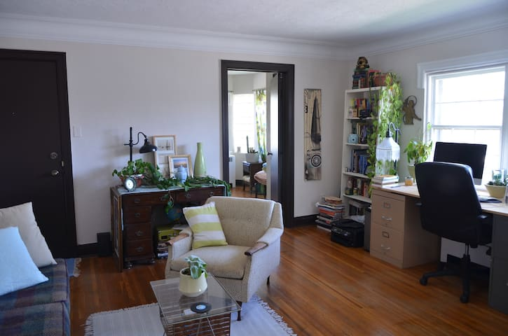 Bright & Beautiful Apt Downtown - Kitchener - Appartement