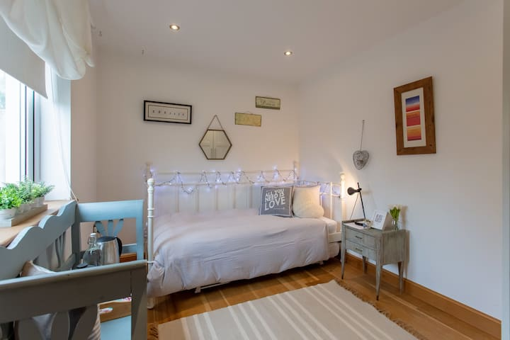 Single Room @ the River House (2 more available)