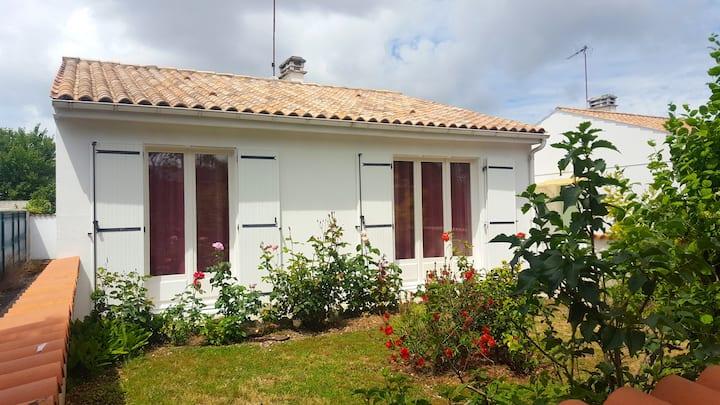 La jolie petite maison, simple et tranquille.