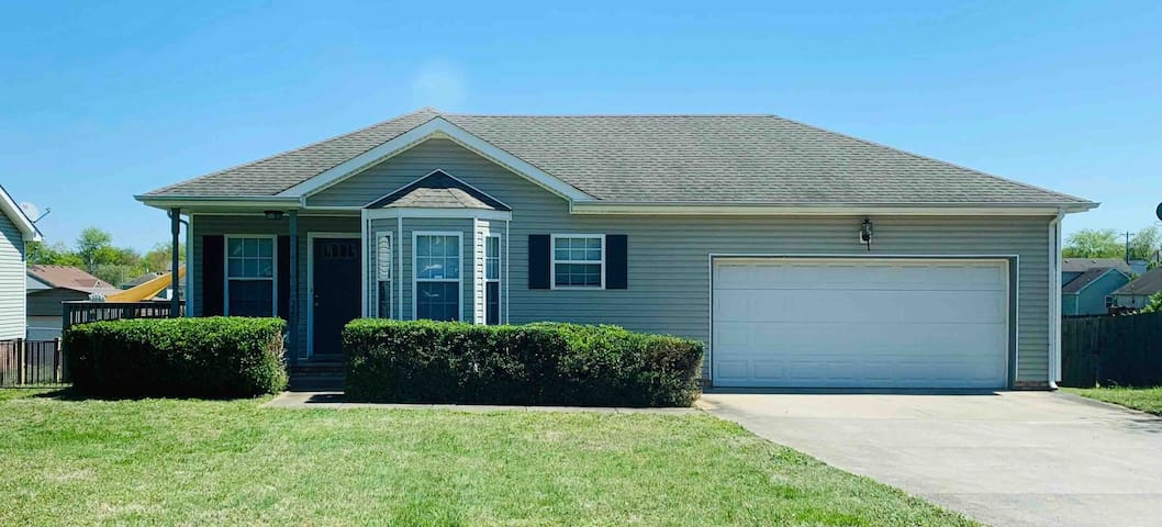 Open & Spacious Home minutes from Ft Campbell, KY