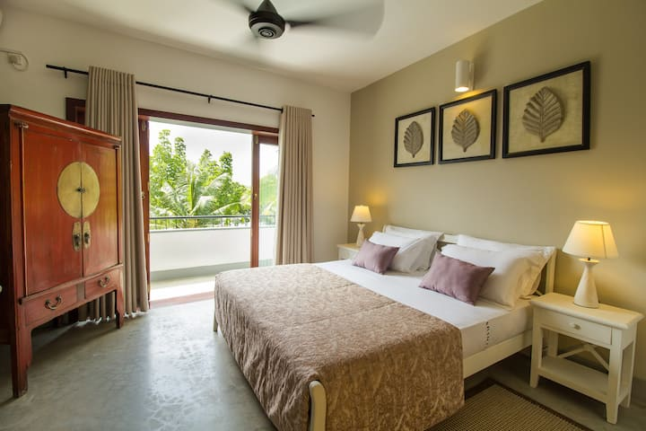 Boutique Suite Rooms with Lake View by Arahtis