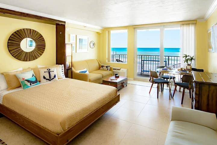 Oceanfront Studio w Balcony • Heated Pool • HotTub