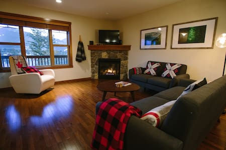 Spacious & Beautiful Condo in Downtown Invermere - Invermere