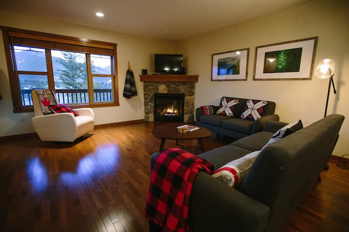 Spacious & Beautiful Townhome in Central Invermere