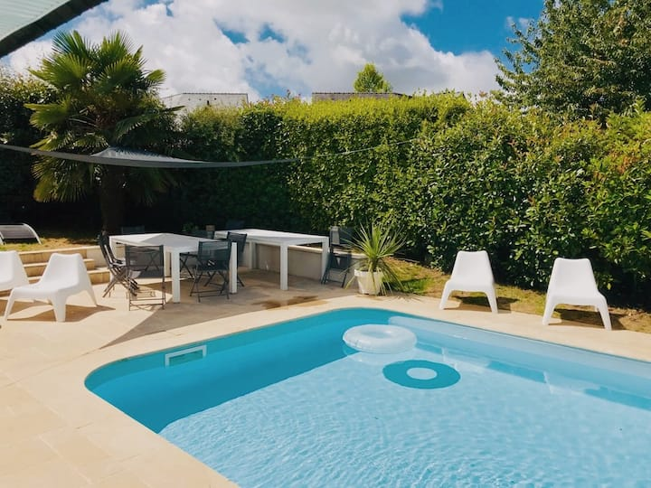 Maison avec piscine dans quartier prisé de Vannes