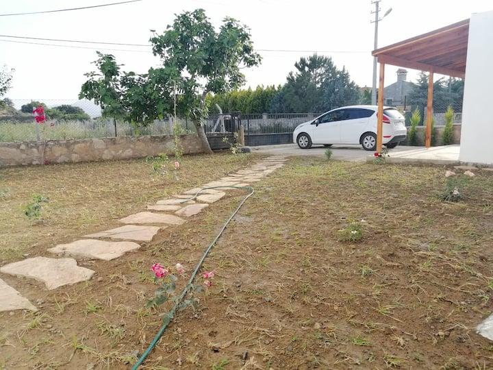 Manzaralı bahçeli müstakil ev