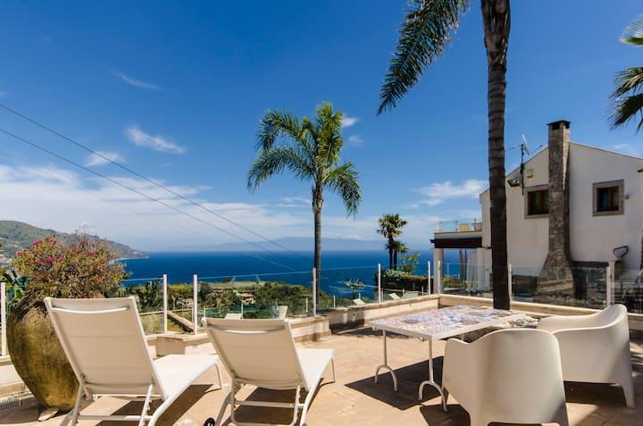 Wonderful Apartment-sea view, private terrace&pool