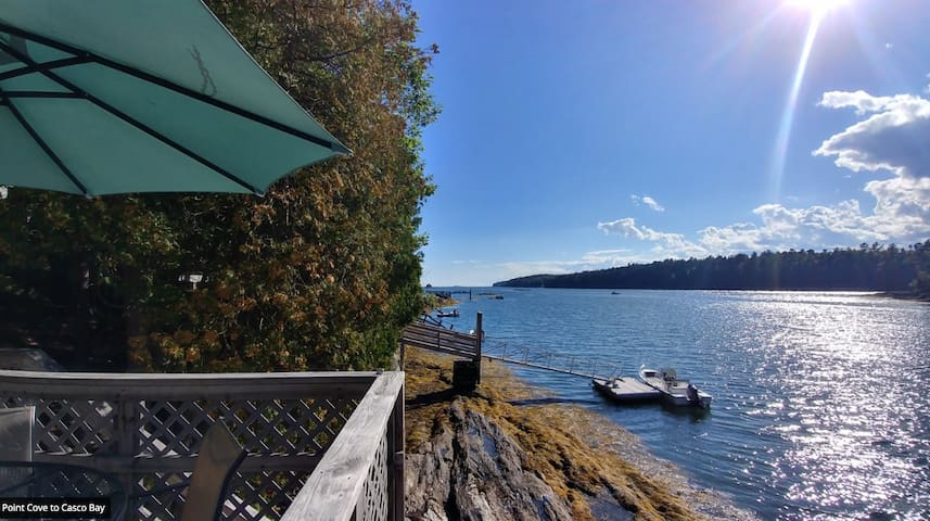 Seal Ledge - water's edge cottage with kayaks