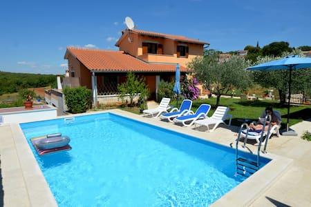 Cute studio with pool near Rovinj - Šorići