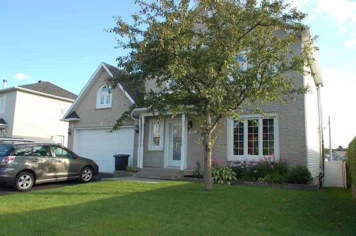 Maison confortable, bien située - ville de Québec - L'Ancienne-Lorette - บ้าน