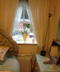 Touch and Go Bed & Breakfast - Farnborough