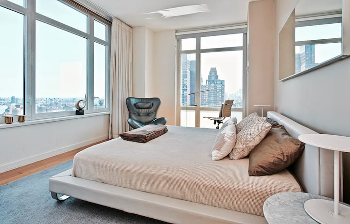 40th Floor 5th Ave Ultra Lux Home with Terrace