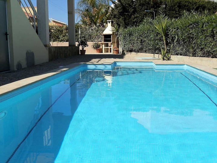 CASA MARIO,Ideal house for your holidays near the sea, free wifi, air conditioning, private pool, pets allowed, dog's beach.
