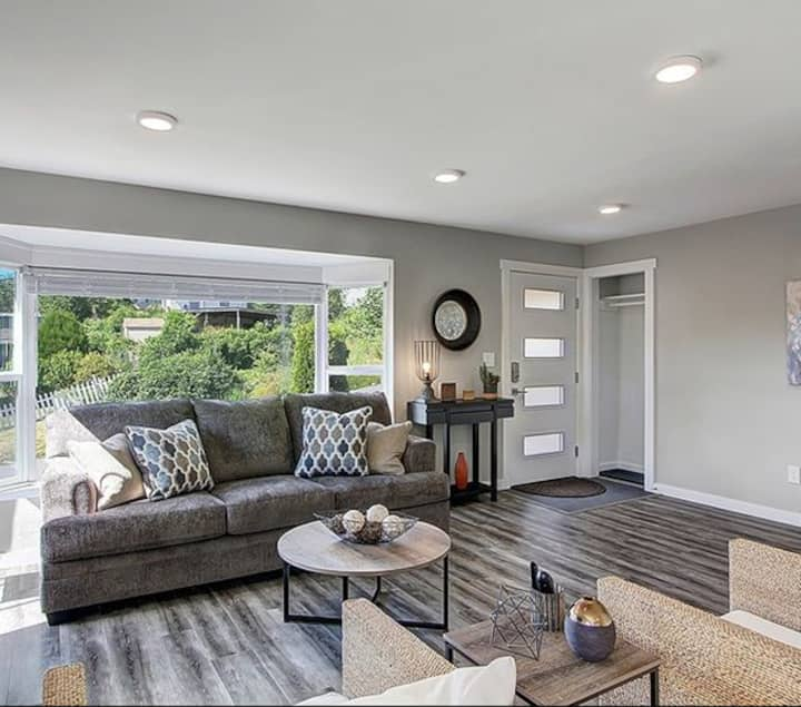 Newly Renovated haus in Seattle's Beacon Hill Rm 1