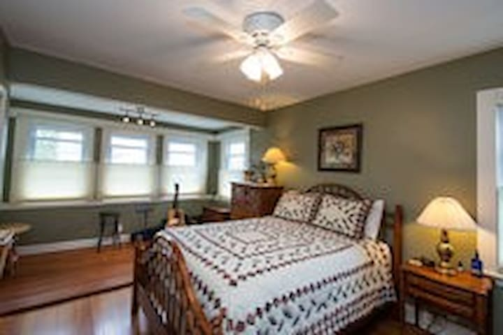 Whaling City Master Bedroom - New Bedford - House