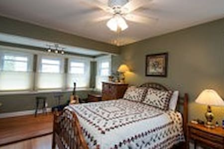 Whaling City Master Bedroom - New Bedford - Dům