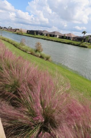 THE VILLAGES new WATERFRONT, 3 bdrm upscale