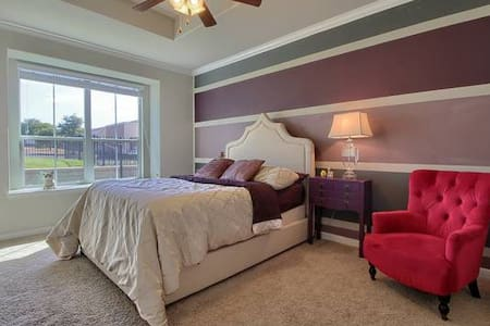 Master suite in brand new  home! - Pflugerville