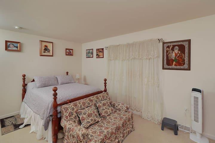 Spring Hill Room 1