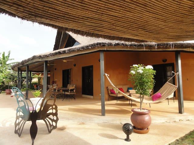 Villa piscine/jacuzzi vue sur lagune en résidence