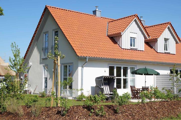 5 ***** Ferienhaus am Ostseestrand mit Sauna - Dassow - Haus