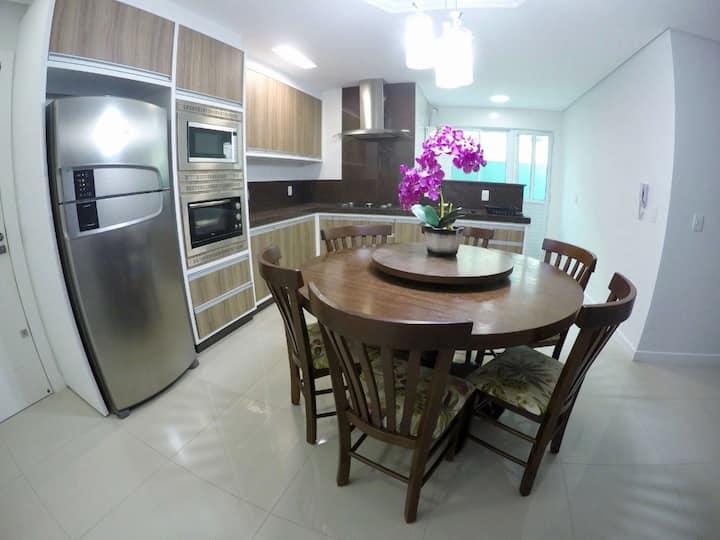 Lindo Apartamento de 02 suítes em Bombinhas