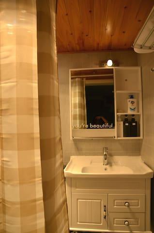 干净,整洁的卫浴,皆为全新。