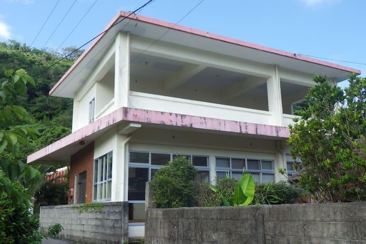 オキナワカカオハウス やんばるの静かな集落に佇む沖縄のカカオ最前線基地