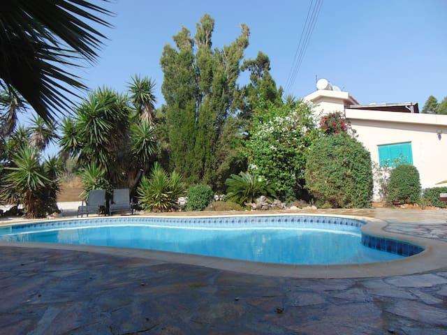 Konnos Villa Paradise gardens